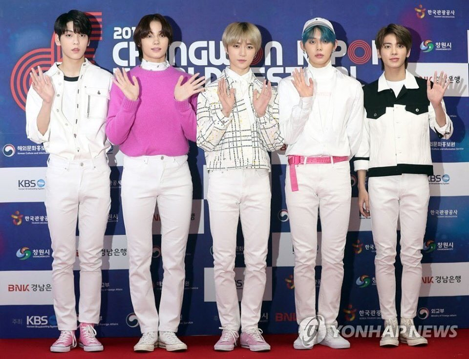 Txt S Hueningkai Keeps Growing Tall Enough To Almost Overtake His Members Koreaboo