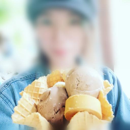 可以試吃,再選擇購買,但是口味太多種類,所以請選擇自己最想吃的口味快速下手吧,真的好吃唷。價位小貴但是能接受(因為冰淇淋口味都非常濃)。