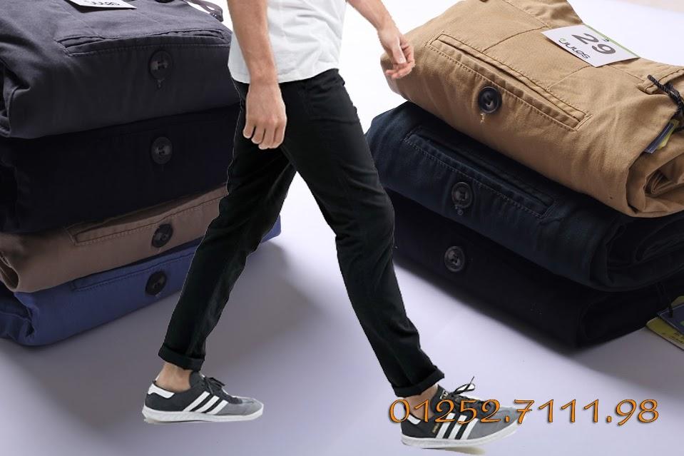 quần kaki phom slimfit ôm nhẹ ở đùi, chất vải cotton kaki dày dặn pha co giản nên mang rất thoải mái.