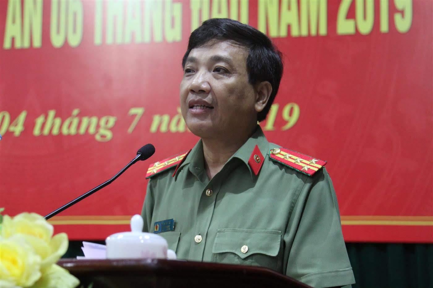 Đại tá Hồ Văn Tứ, Phó Bí thư Đảng ủy, Phó Giám đốc Công an tỉnh trình bày phương hướng, nhiệm vụ 6 tháng cuối năm 2019