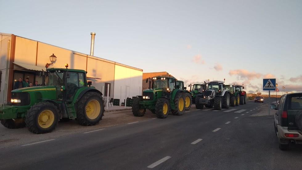 Agricultores de Almería y Granada se unen para protestar. Foto: Asaja