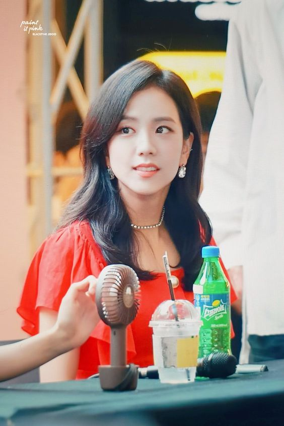 jisoo red 35