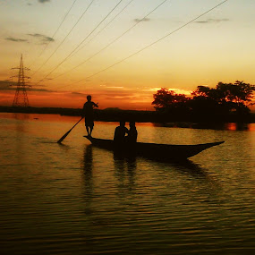 Love and Dusk by Prince Frankenstein - Instagram & Mobile Android ( boatman, lake, couple, boat, dusk,  )