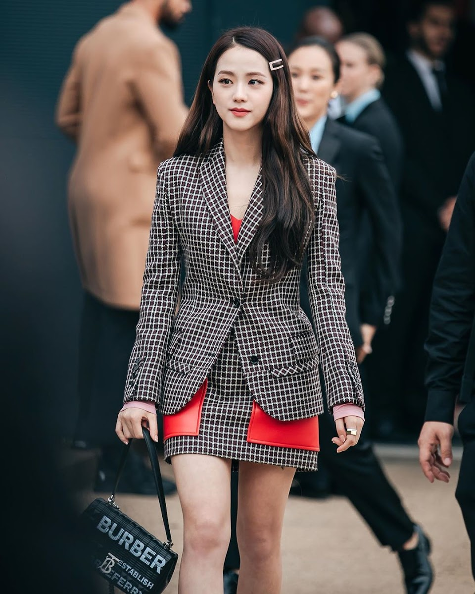 10-HQ-BLACKPINK-Jisoo-at-Burberry-Show-London-Fashion-Week-September-2019