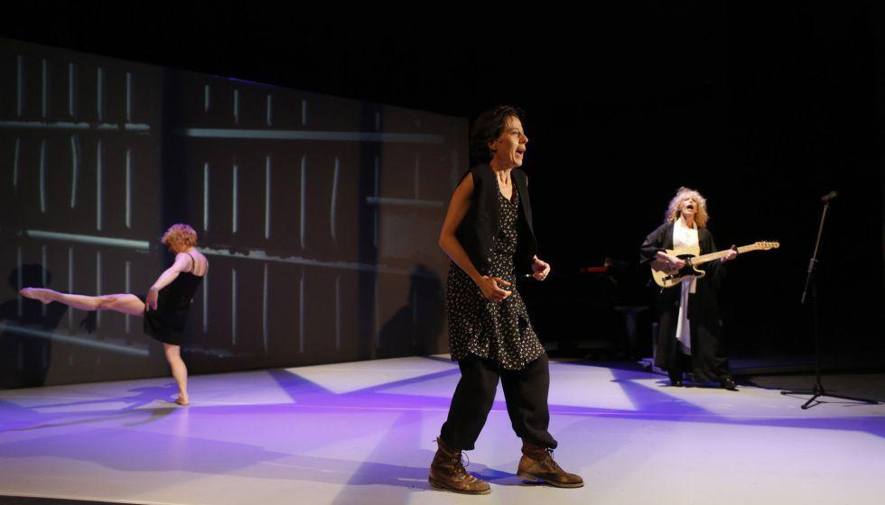 Sol Picó, Míriam Iscla y Carmen Conesa, en 'Solo son mujeres'.