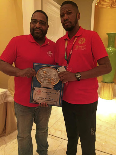 IBF president Darryl Peoples, left, presents his organisation's promoter of the year award on the African continent to Rumble Africa boss Thembalethu Ntuthu. /Nomfesane Nyathela
