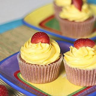 Strawberry Lemonade Cupcakes (with Low Carb Option**).