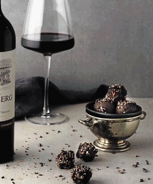 Red wine and chocolate are a decadent pairing.