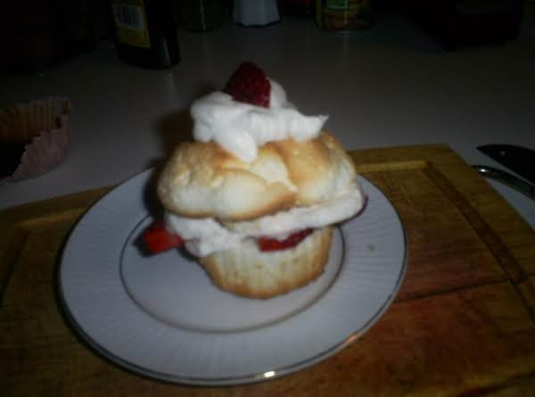 Strawberries N Cream Cupcakes