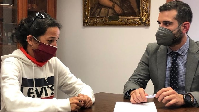 Patricia Ramírez, en su encuentro de este martes con el alcalde de Almería, Ramón Fernández-Pacheco.