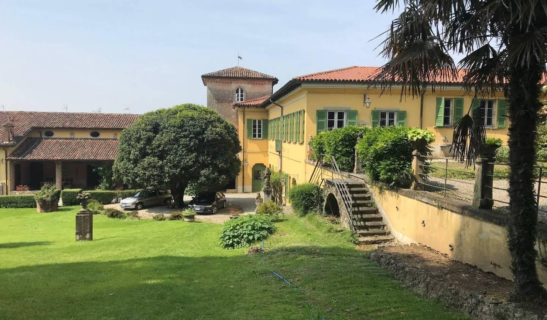 Villa with garden Missaglia
