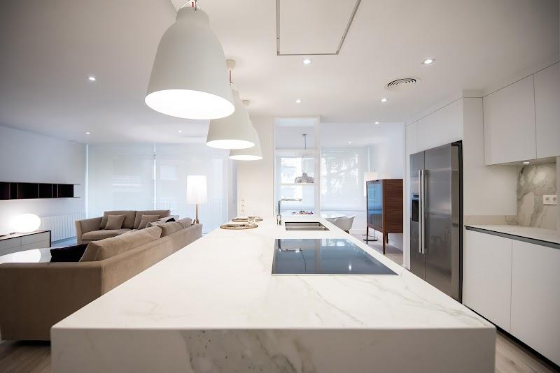 La cocina se convierte en el centro de la casa en Barcelona