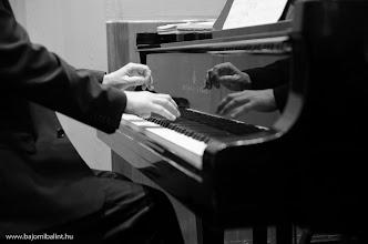 Photo: Zongorista