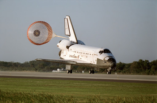 STS-56 Discovery, OV-103, with drag chute deployed lands on KSC SLF runway 33
