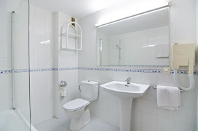 <p style='text-align:center'> Studio: Bathroom </p>