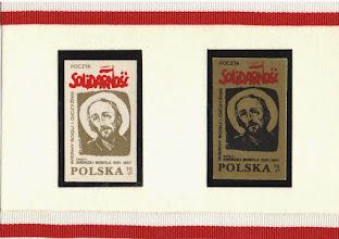 """Photo: Znaczki pocztowe tzw. """"drugi obieg"""", z serii """"Wierni Bogu i Ojczyźnie"""". Wym. 3 x 5 cm, wyd. 1987 r."""