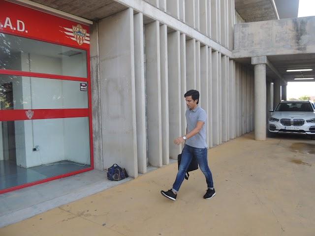 Mario Silva, llegando al club este lunes.