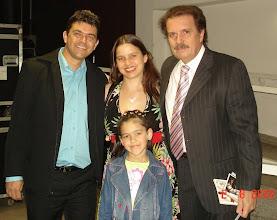 Photo: Eu, a Cilene e a Daniele com o Maestro Eduardo Lages minutos antes do show começar.