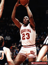 Photo: A perfect shot of Wayman Tisdale's patented left-handed jumper.