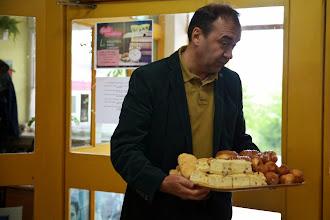 Photo: Pan Paweł Jarząbek (dyrektor Gminnego Ośrodka Kultury w Gietrzwałdzie) z dostawą łakoci. Dziękujemy :)
