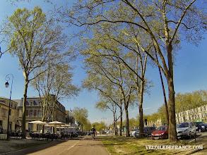 Photo: Le majestueux avenue de Paris, menant vers le château de Versailles - e-guide balade à vélo de Meudon au Château de Versailles par veloiledefrance.com