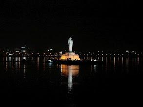 Photo: 7B120015 monolityczny Budda (18m) na jeziorze H