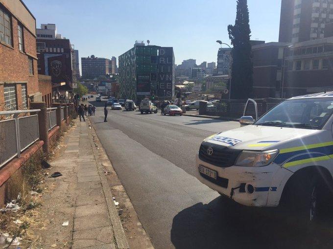 Twee mense is dood, 5 beseer in Joburg CBD nadat geweld oornag opgevlam het - TimesLIVE