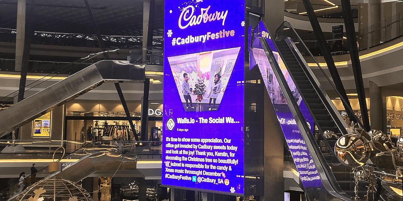 Cadbury amplifying hashtag campaign using digital signage. Source: blogs.com.io - Digital Signage Content - The Rev