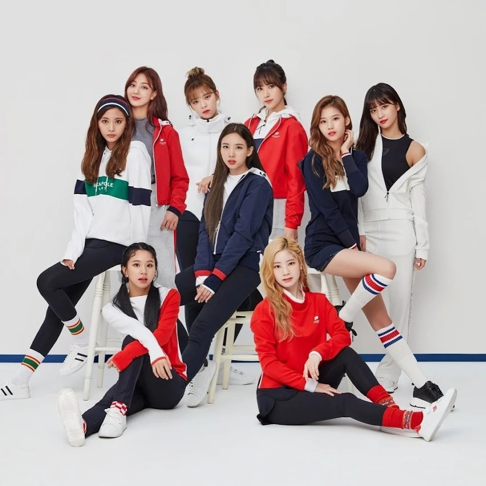 TWICEGroupPicture