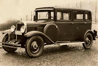 Photo: 1930 Auto uit de carrosseriefabriek De Ley aan de Markt 3