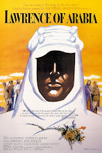 """Photo: O poster original do filme mostra uma figura enigmática representando o personagem central, ideia esta que combina com uma das grandes questões do filme: """"Quem realmente era Lawrence da Arábia""""?"""