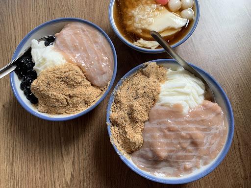 本以為會是很甜的冰品但芋頭搭配雪花牛奶冰剛剛好,適合有點熱的天氣吃🤪,一碗吃不完可以跟朋友一起吃喔!
