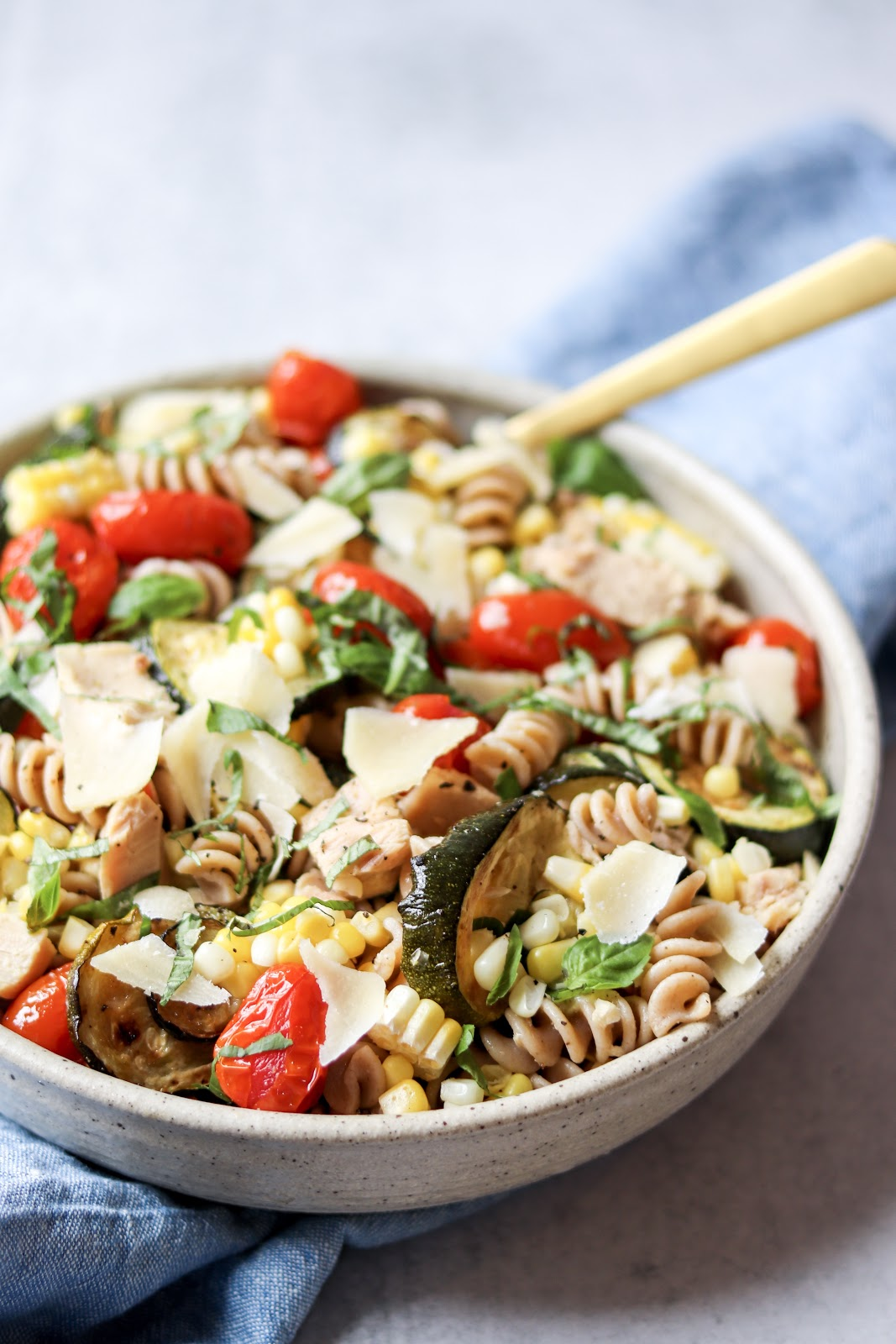 easy pasta salad with vegetables and tuna