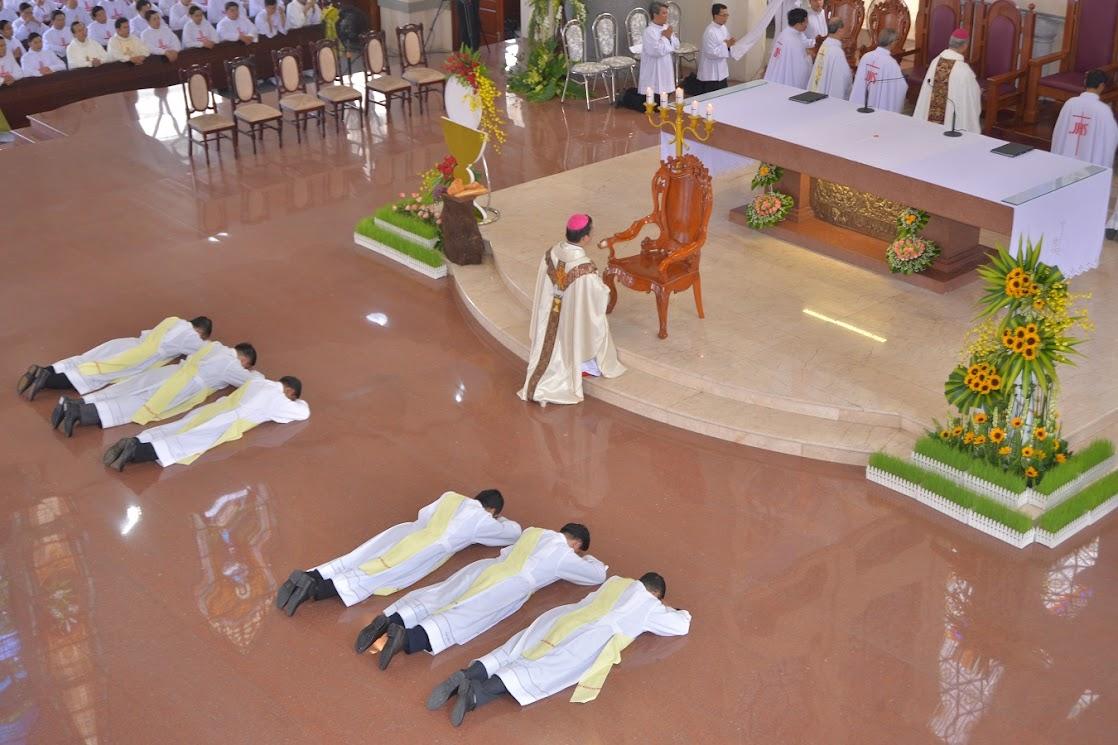 Thánh Lễ Truyền Chức Linh Mục Giáo Phận Phú Cường : Là Kitô Khác Chứ Không Phải Khác Kitô - Ảnh minh hoạ 9