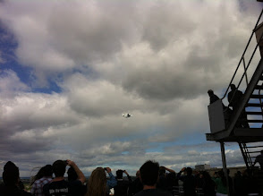 Photo: Space Shuttle Discovery over New York