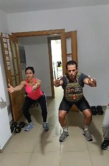 Fran Barros dirige los entrenamientos desde su domicilio.