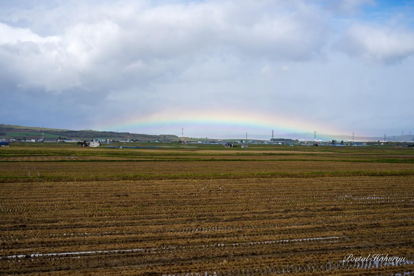 真昼の低い虹