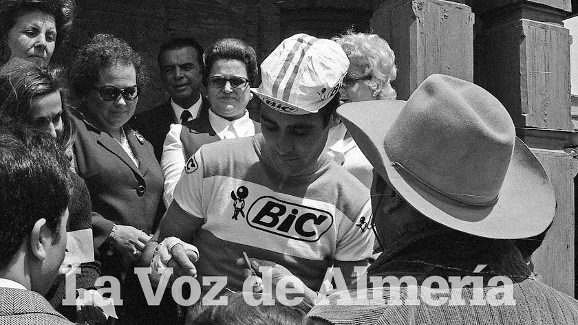 En abril de 1971 una etapa de la Vuelta salió del poblado del Oeste de Tabernas. Luis Ocaña era la gran estrella.