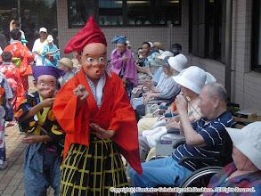 Photo: 【平成16年(2004) 本宮】 コスモスセンター。囃子連も入寮の方々に演舞を披露。