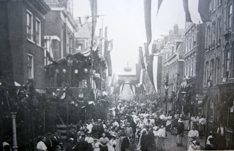 Photo: De Willemsstraat in 1898 ter gelegenheid van de inhuldiging van Koningin Wilhelmina