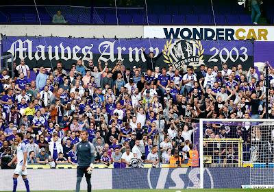 """🎥 Les supporters d'Anderlecht fiers de leur équipe après le Clasico : """"Le chemin est encore long, mais on reste derrière vous"""""""