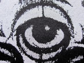 Photo: QUADRICHROMIE (Fausse Quadri) : tshirts personnalisés en sérigraphie - Trames traditionnelles : 4 couls : Blanc de soutien + Rouge + Gris + Blanc Réhaut / Teeshirtmania