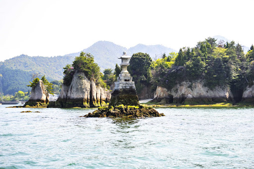 Ponant-Miyajima4.jpg - Sail to Miyajima, a small island with ancient temples in Hiroshima Bay, Japan.