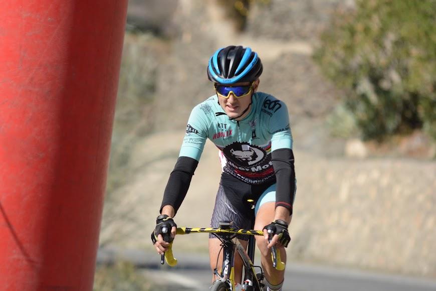 Simón Pérez ganador de la carrera en Ohanes.