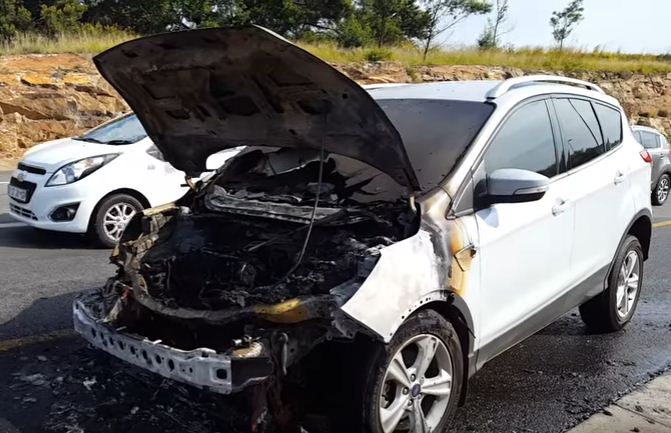 Ford Kuga that burnt out on the side of the highway in Johannesburg on 12 January 2017. Picture: CAXTON EASTSOUTH YOUTUBE
