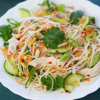 How to Make Vietnamese Rice Noodle Salad Lunch.