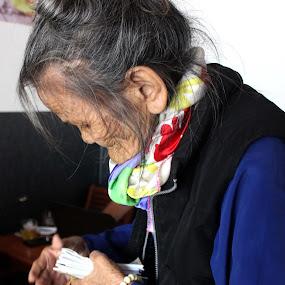 Lottery woman by Henry Nguyen - People Street & Candids