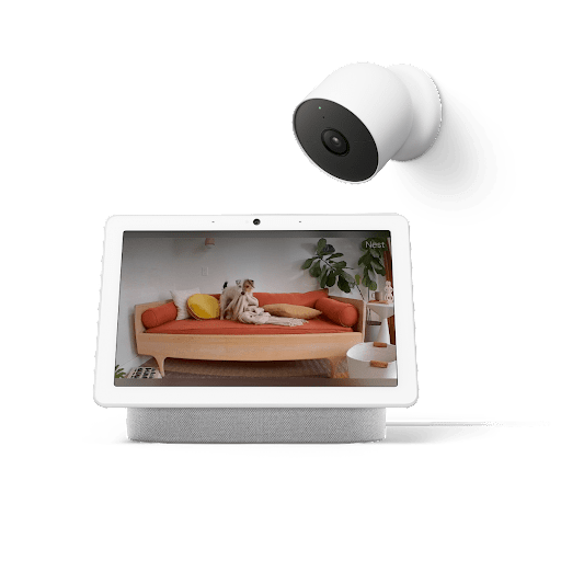 室内の映像が表示されている Google Nest Hub Max と、Google Nest Cam