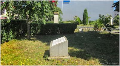"""Photo: Placa comemorativa """"Etienne Hajdu"""" din Piata 1 Decembrie 1918 - 2017.07.04"""