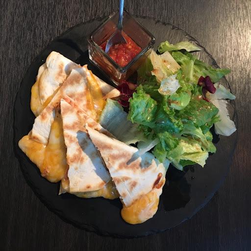 挪威燻鮭魚法式薄脆餅:不錯 拉絲鹹派金磚法式吐司:不錯,很有飽足感
